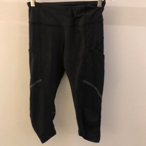 Lululemon black crop legging, sz 4, 69754